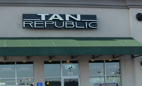 Tan Republic Portland - Mall 205